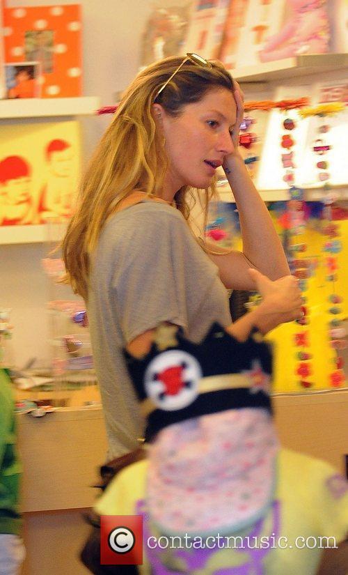 Gisele Bundchen visits La La Ling baby lifestyle...