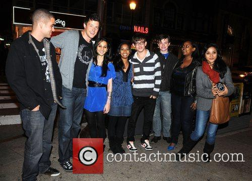 Mark Salling, Cory Monteith, 2 Fans, Kevin Mchale, Chris Colfer and Amber Riley From Cw's Glee 2