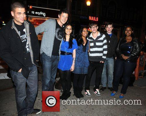 Mark Salling, Cory Monteith, 2 Fans, Kevin Mchale, Chris Colfer and Amber Riley From Cw's Glee 3
