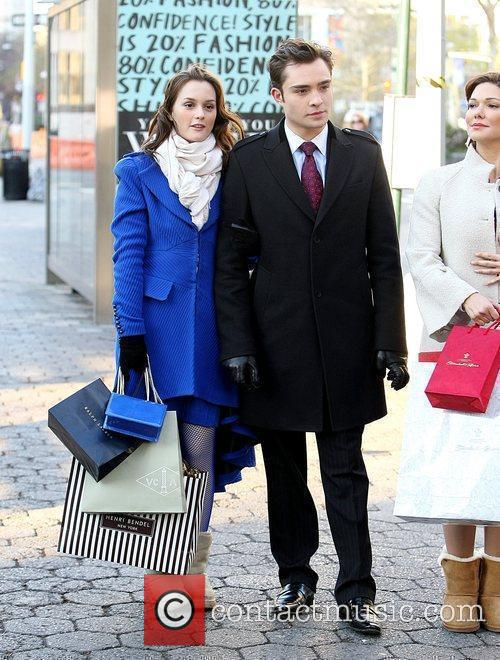 Ed Westwick and Leighton Meester filming scenes for...
