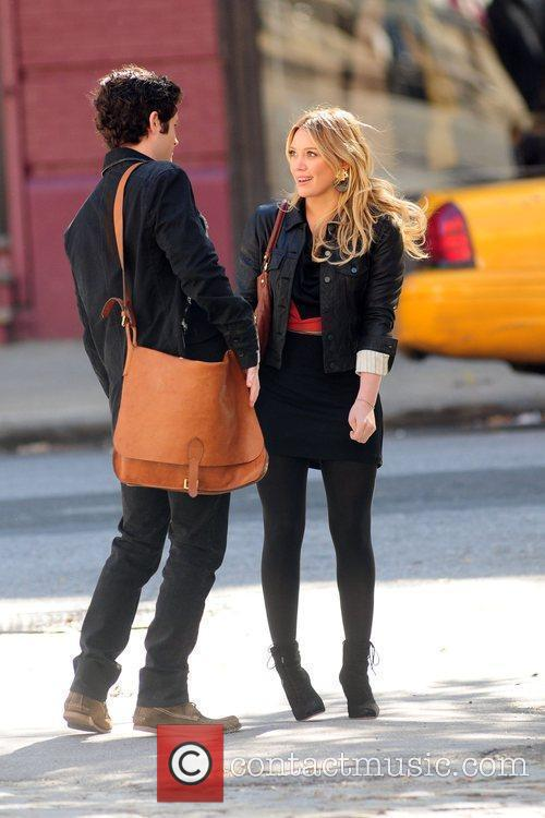 Penn Badgley and Hilary Duff 7