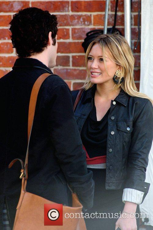 Penn Badgley and Hilary Duff 9