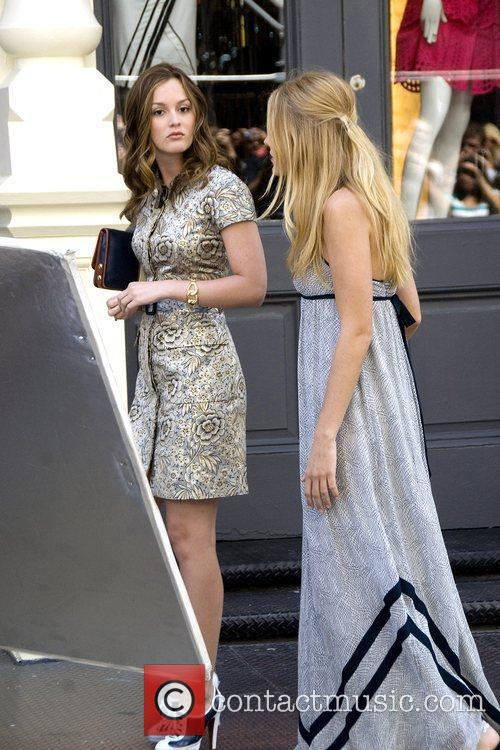 The cast of 'Gossip Girl' filming on location...