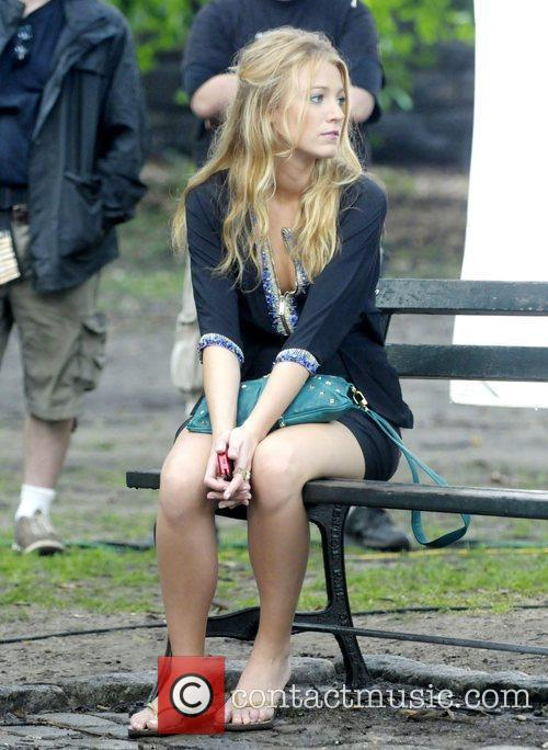 Blake Lively filming a scene for 'Gossip Girl'