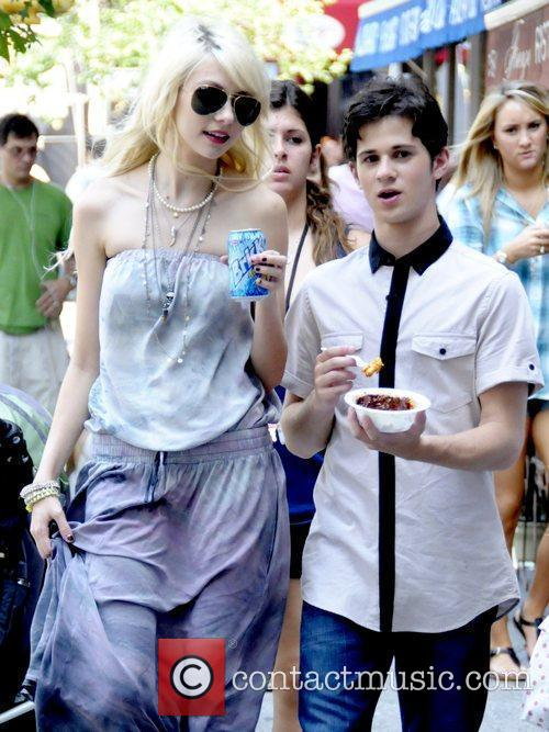 Taylor Momsen and Connor Paolo 3