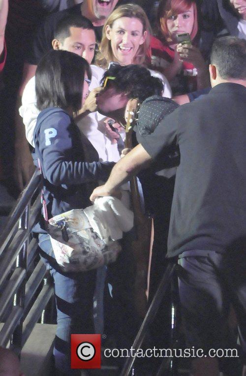 Billie Joe Armstrong kissing a female fan Green...