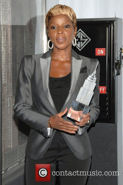 Mary J. Blige Hosts The Lighting Ceremony At The Empire State Building Celebrating Gucci For F.f.a.w.n. Day 4