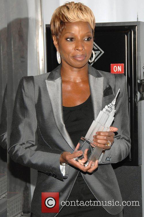 Mary J. Blige Hosts The Lighting Ceremony At The Empire State Building Celebrating Gucci For F.f.a.w.n. Day 5