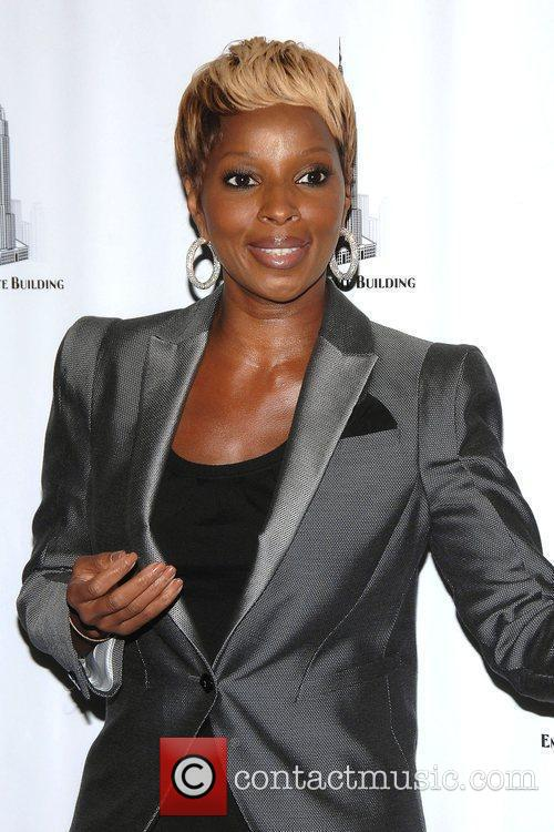 Mary J. Blige Hosts The Lighting Ceremony At The Empire State Building Celebrating Gucci For F.f.a.w.n. Day 3