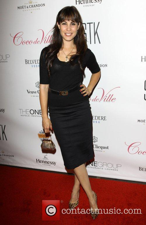 Carly Pope 4