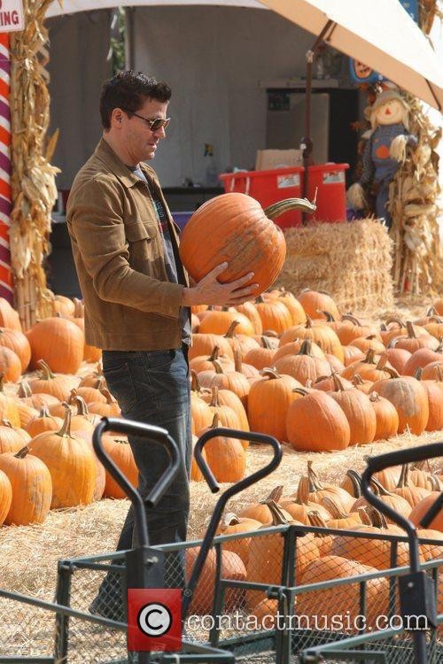 David Boreanaz goes to buy a pumpkin for...