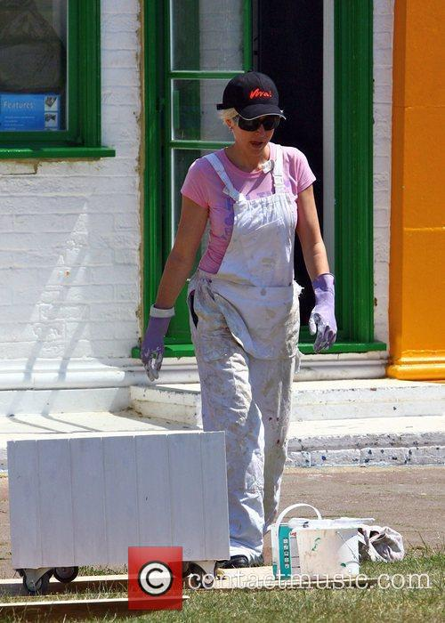 Paints the outside of her Cafe