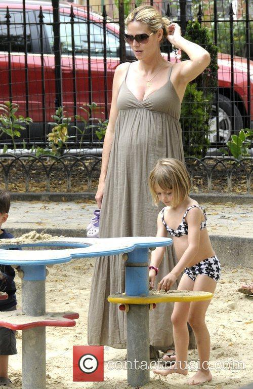 Heidi Klum with daughter Leni Klum playing at...