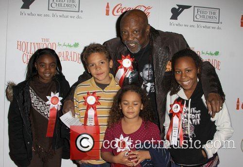 louis gossett jr with his grandchildren 2675284