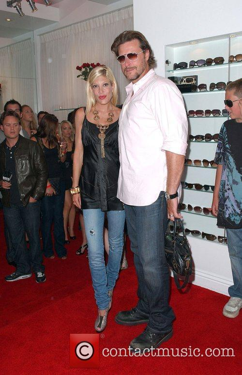 Tori Spelling and Dean Mcdermott 4