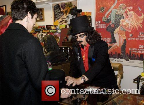 Attends the signing in the shop Horrorbles