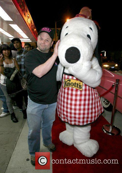 Jason Alexander poses with Snoopy  after serving...