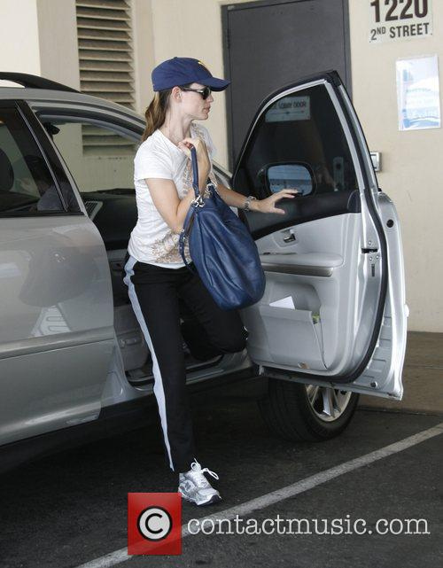 Jennifer Garner getting out of her car in...