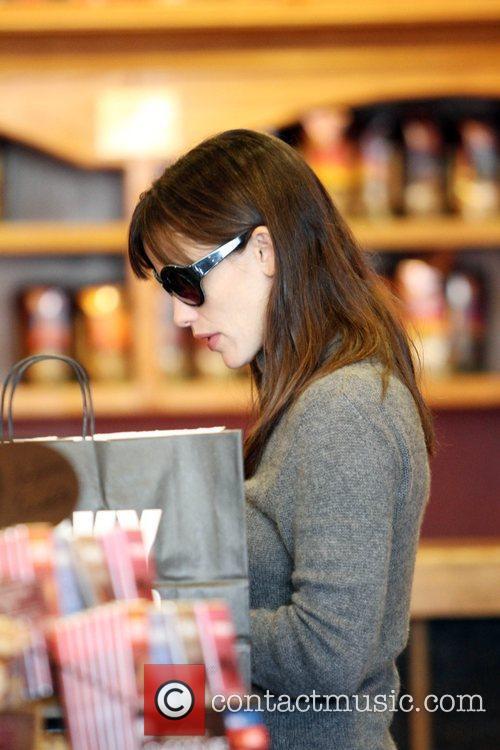 Jennifer Garner shopping at the Lucky Brand store...