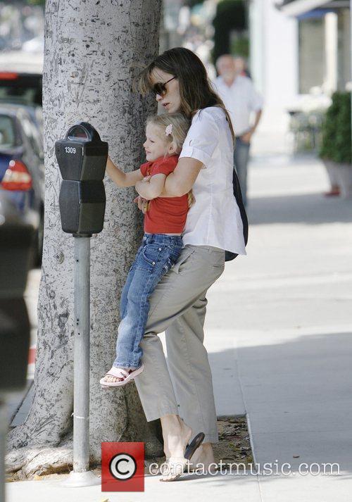 Jennifer Garner and daughter Violet Affleck spend the...