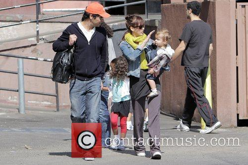 Jessica Alba, Cash Warren, Their Dughter, Honor Marie Warren and Have Breakfast At The Griddle In West Hollywood With Friends. 3