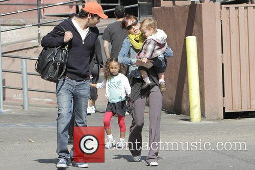 Jessica Alba, Cash Warren, Their Dughter, Honor Marie Warren and Have Breakfast At The Griddle In West Hollywood With Friends. 7