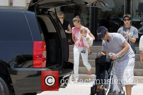 Jessica Alba, Cash Warren, Their Daughter and Honor Marie Warren 1