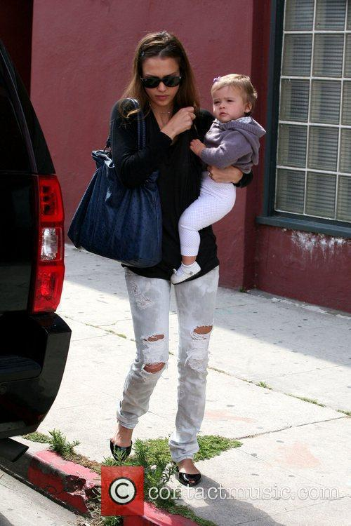 Jessica Alba, Her Daughter and Honor Marie Warren 9