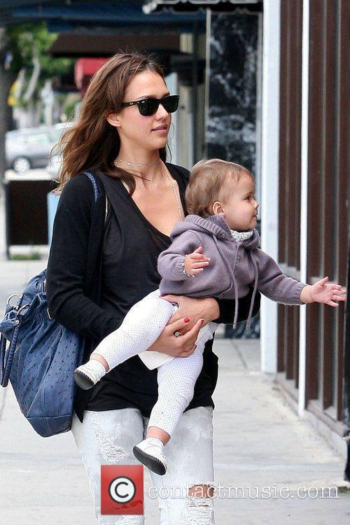 Jessica Alba, Her Daughter and Honor Marie Warren 8