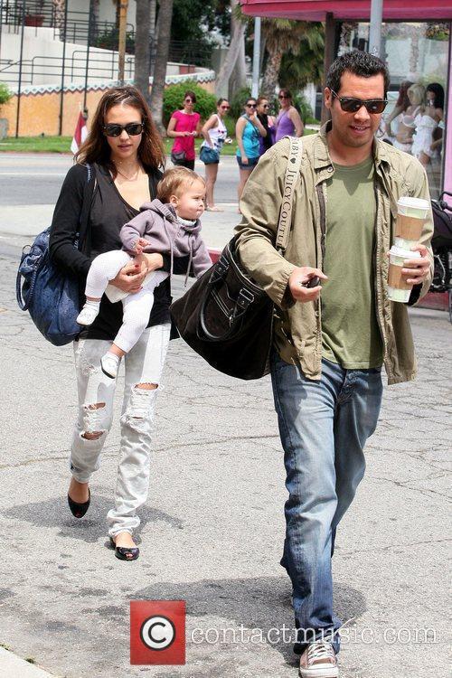 Jessica Alba, Cash Warren, their daughter and Honor Marie Warren 8