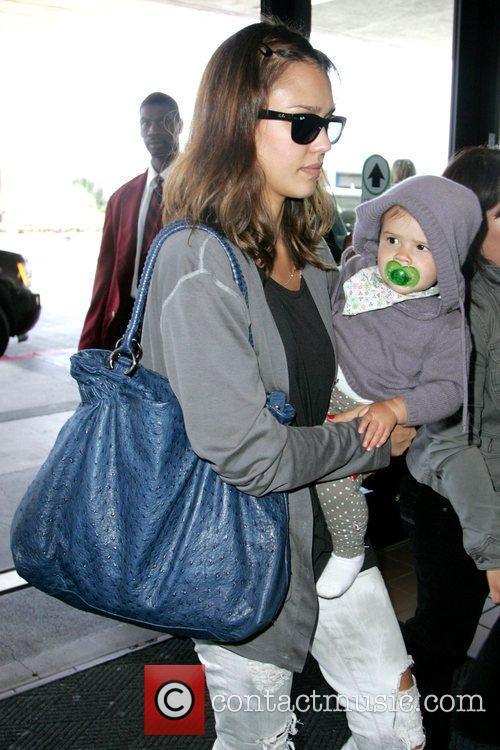 Jessica Alba, Her Daughter and Honor Marie Warren 3