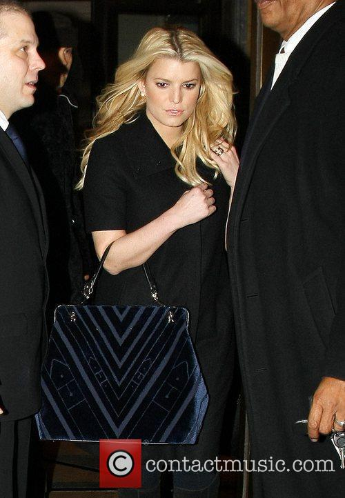 Jessica Simpson leaves her hotel to head to...
