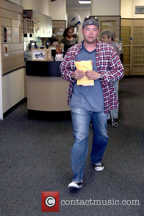 Jon Gosselin inside UPS where he was hoping...