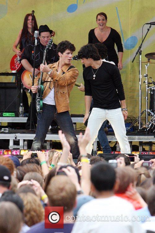 Jonas Brothers 12