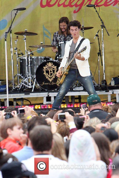 jonas brothers take over central park for free concert 5309742