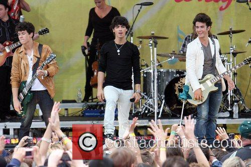 jonas brothers take over central park for free concert 5309747