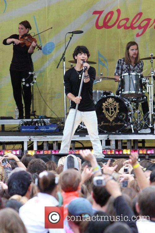 Jonas Brothers 24