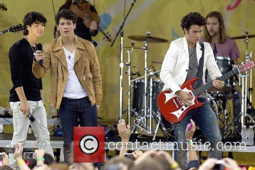 Joe Jonas, Nick Jonas and Kevin Jonas 3
