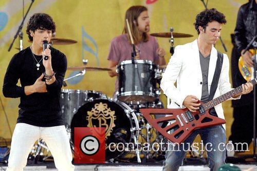 Joe Jonas and Kevin Jonas 5