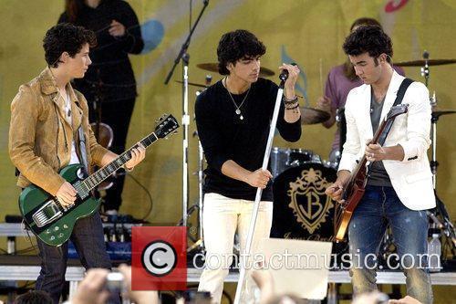 Nick Jonas, Joe Jonas and Kevin Jonas 7