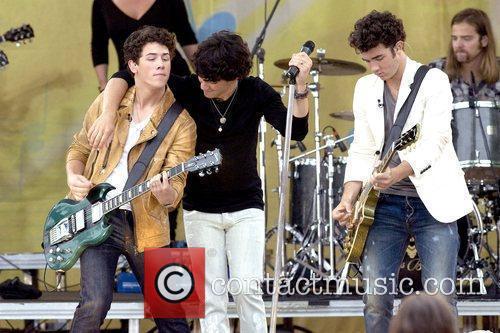Nick Jonas, Joe Jonas and Kevin Jonas 10