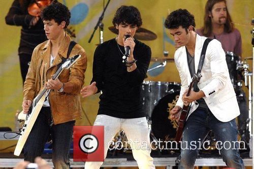 Nick Jonas, Joe Jonas and Kevin Jonas 11