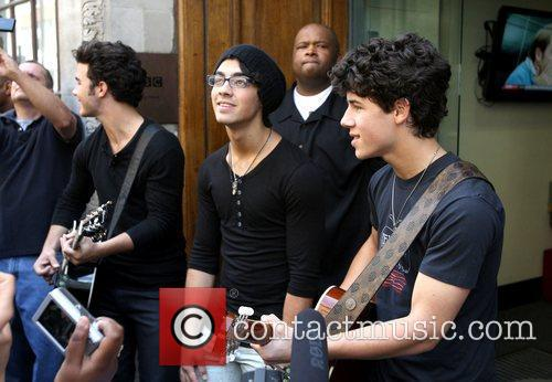 Jonas Brothers, Joe Jonas and Nick Jonas Of The Jonas Brothers Perform An Impromptu Concert 8