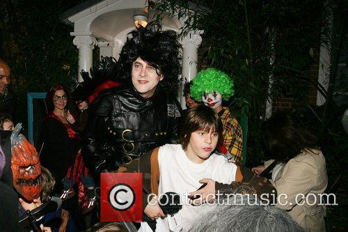 Jonathan Ross dressed as Edward Scissorhands, meets guests,...