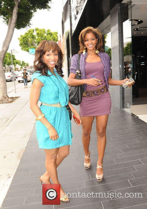 Elise Neal and Claudia Jordan Buying Strawberries On Robertson Boulevard After Having Lunch At The Ivy 6