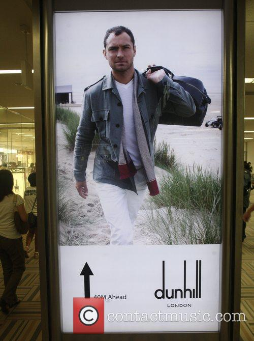 Features in an advertisement for Dunhill