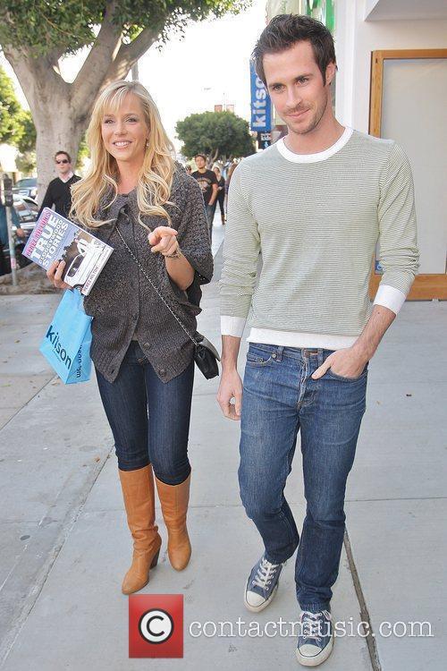 'Dexter' actress Julie Benz carrying Perez Hilton's new...