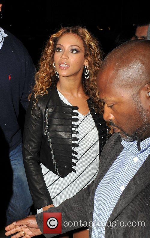 Beyonce Knowles outside Kanaloa Nightclub. London, England