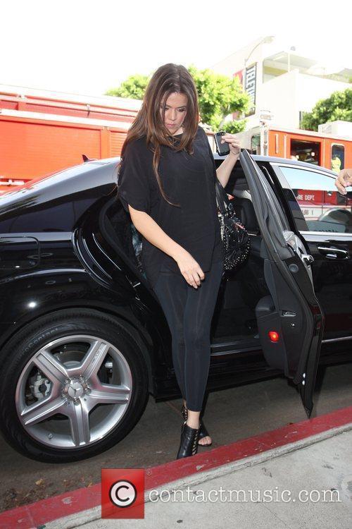 Khloe Kardashian Shopping With Her Sister On Robertson Boulevard 3