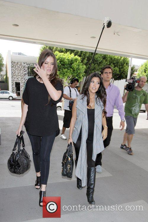 Khloe Kardashian and Kourtney Kardashian 7